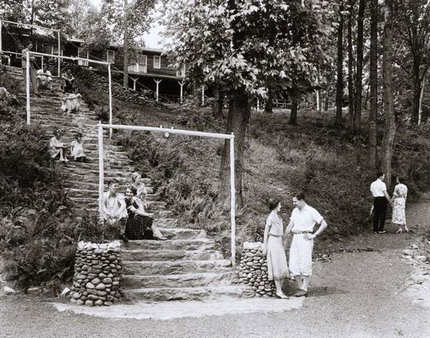 wonderland-steps